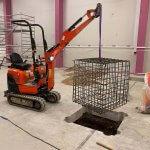 Entreprenør igang med betonarbejde i københavn